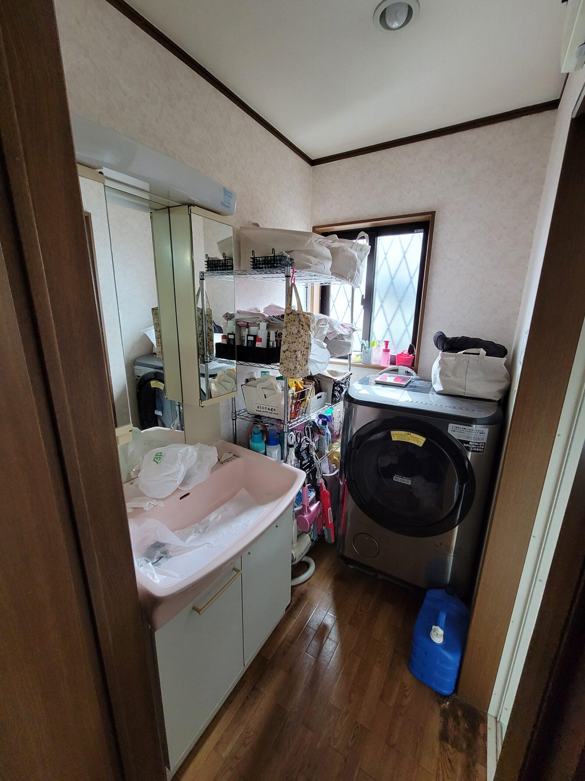 洗面化粧台交換前の写真
